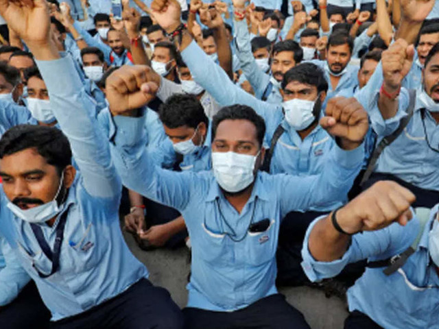 Hundreds of Ford India workers protest over planned plant closure