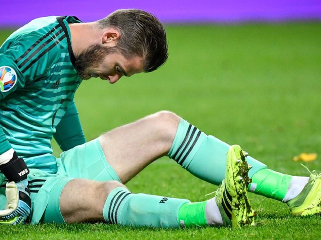 Manchester United suffer major blow as star man limps off days out from Liverpool clash