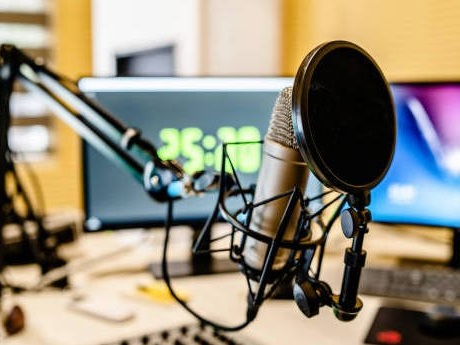 Media buyers predict a slow start and fickle ratings for new radio programs