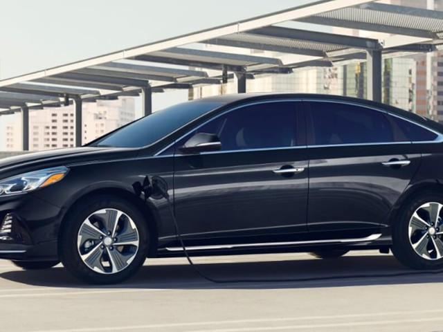 2018 Hyundai Sonata PHEV Gets Price Cut, Adds More Equipment