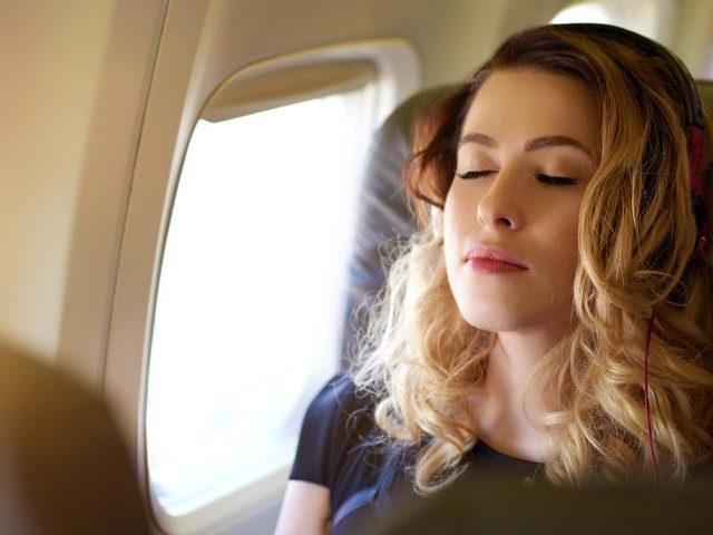 Tricks to get the perfect holiday sleep while travelling