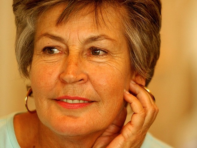 Tributes flow for 'formidable' Helen Reddy after singer dies, aged 78