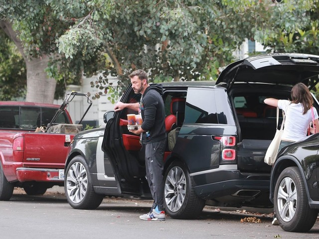 Ben Affleck and Ana de Armas appear to be packing up for a road trip in LA