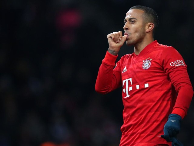 Long-term Manchester United target Thiago Alcantara up for grabs with Bayern Munich exit imminent