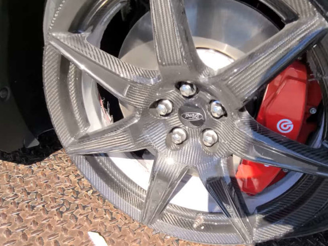 What Caused The Carbon Wheel Of This Shelby GT500 To Fail So Spectacularly?