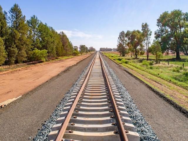 Joyce's Gladstone coal trains pledge 'shock' news to Brisbane port workers