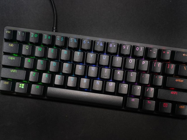 Razer Huntsman Mini is the gaming keyboard your cramped workspace craves - CNET