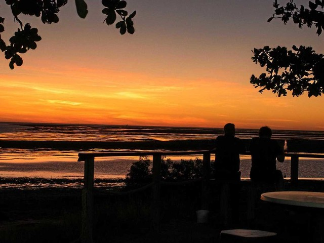 Sunset at Karumba Point reveals hidden beauty of travel