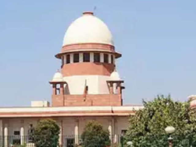 SC gives DoT a boost in RCom one time spectrum fee case