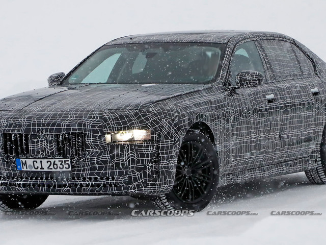 2022 BMW 7-Series Prototype Needs More Camo To Hide That Hideous Face