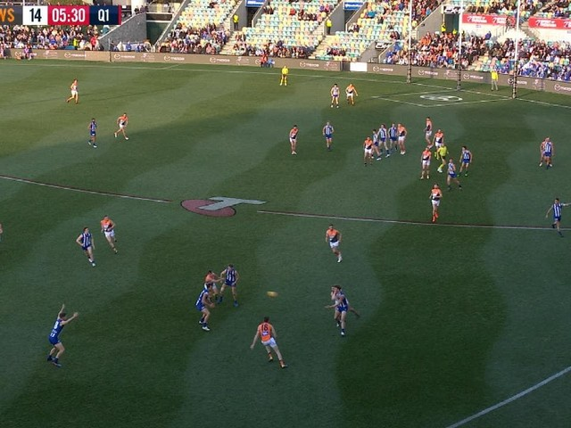 AFL 2019: Blundstone Arena turf floors onlookers with strange pattern during North Melbourne v GWS Giants