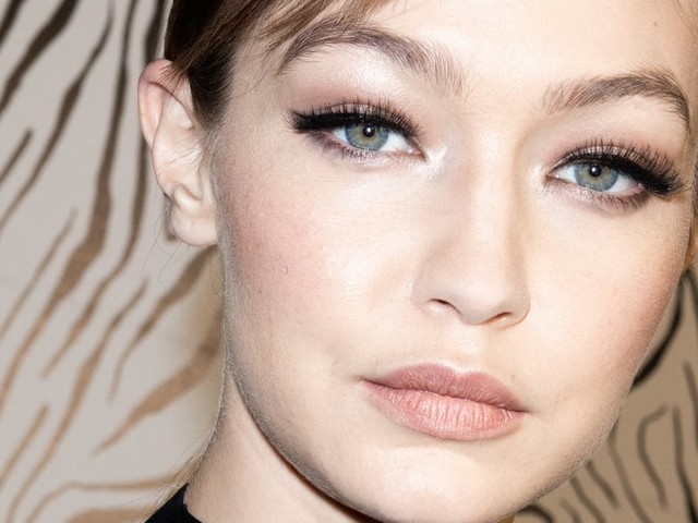 What Are Hybrid Lashes? Here's Everything You Need to Know About This Style of Extensions