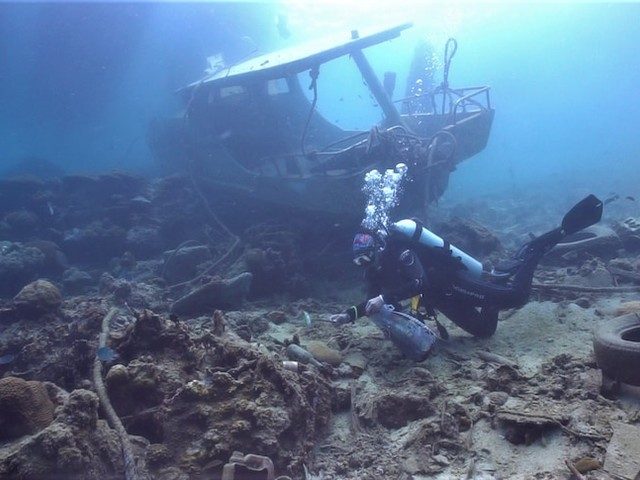 When this diver saw more rubbish than fish in the ocean she took action