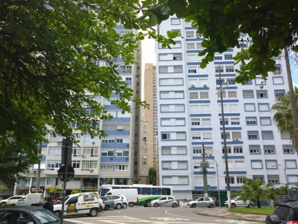 The leaning towers of Santos and the people who live on an angle