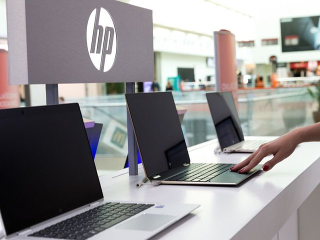 HP bids to block Xerox takeover with huge shareholder windfall