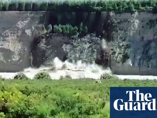 Floods and landslides leave 1,000 tourists stranded in New Zealand – video
