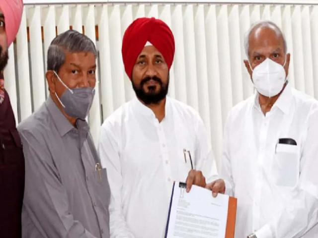 Cong will fight polls under Navjot Sidhu: Rawat