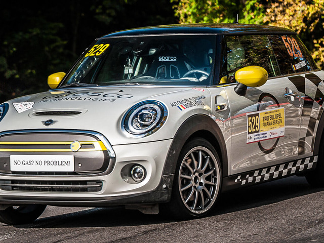 MINI Cooper SE Electric Hatchback Makes Its Rallying Debut