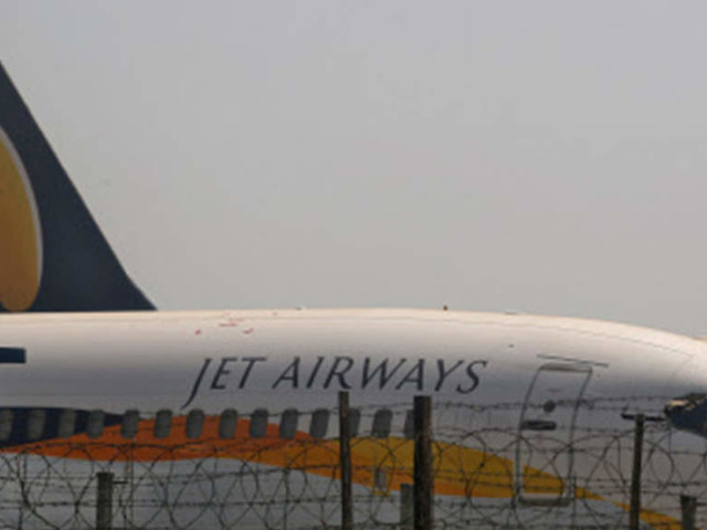 Jet delays bank payments, puts 'own planes' in danger