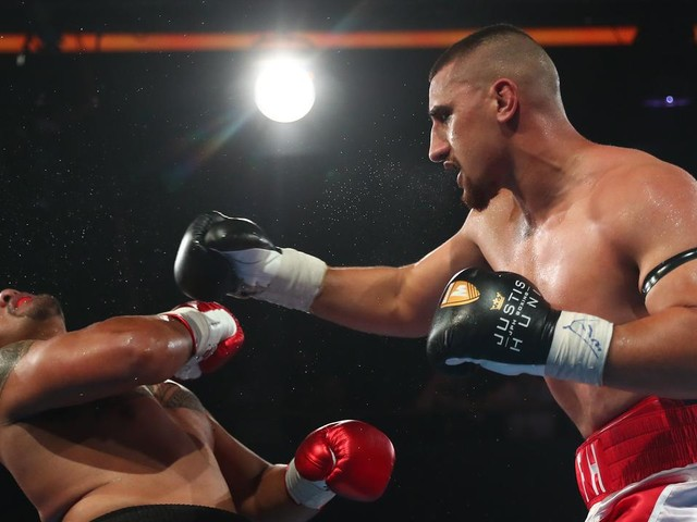 Remember the name: 21yo Aussie giant makes boxing history with epic belt win on debut