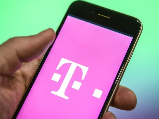 T-Mobile Black Friday deals are live: Free iPhones, LG and Samsung Galaxy phones - CNET