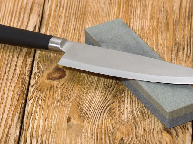 KnifeHacker: How to Use a Whetstone to Keep Your Knives Sharp