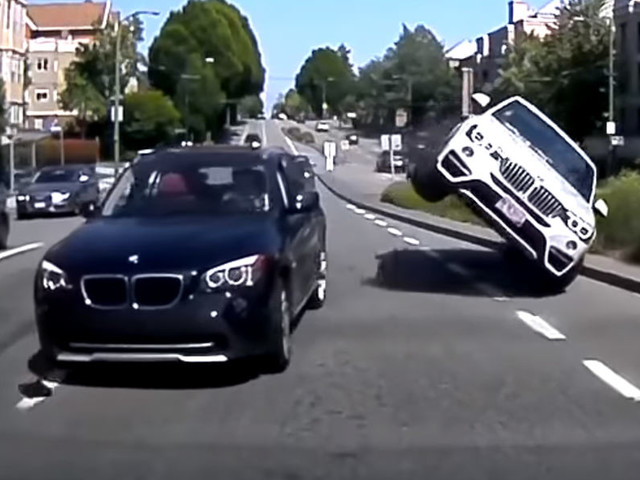 BMW X4 Driver Hits An X1 Trying To Overtake, Almost Rolls Over