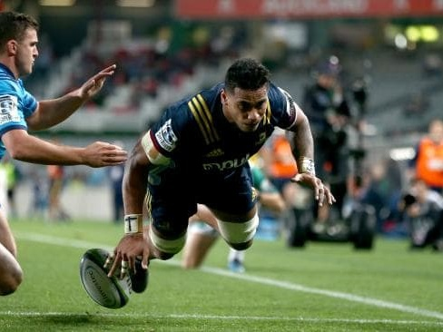 Shannon Frizell steps out of the shadow of older brother to lead Highlanders to victory over Blues