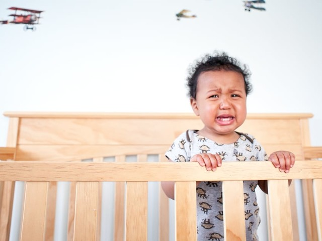 If Your Baby Wakes Up Crying Hysterically, You're Not Alone - Here's What May Be Going On