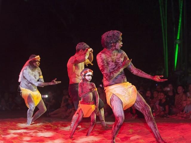 Celebrating new Indigenous artistic talent at Telstra NATSIAA 2018