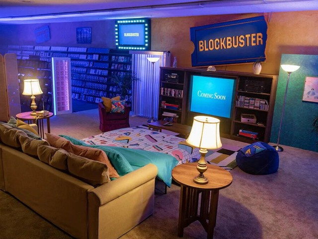Airbnb offering $4 video-themed sleepovers at world's last Blockbuster - CNET