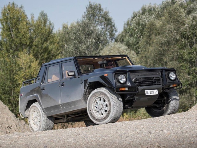 Lamborghini LM002 is an SUV from another time - Roadshow