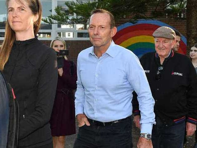 Tony Abbott in trouble against independent Zali Steggall in very early counting