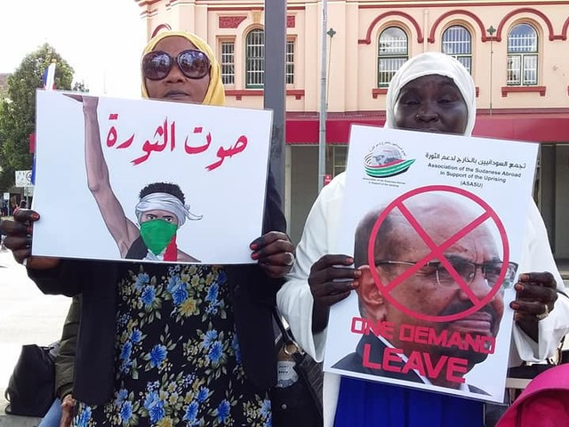 Sudanese community demand 'Bashir out!'