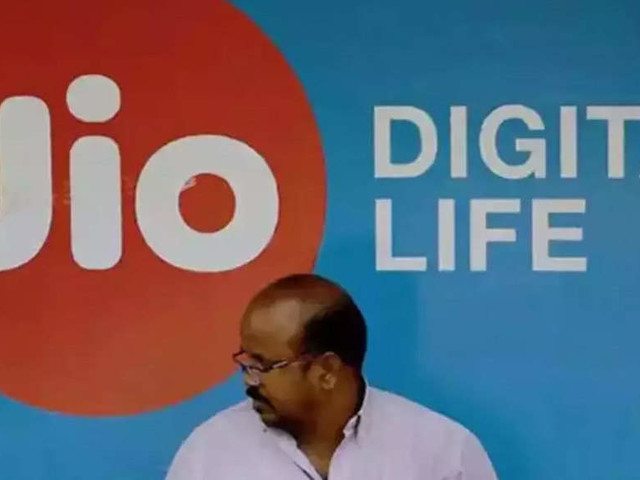 Jio says RCom sharing deal stands, won't be affected in case deal stops