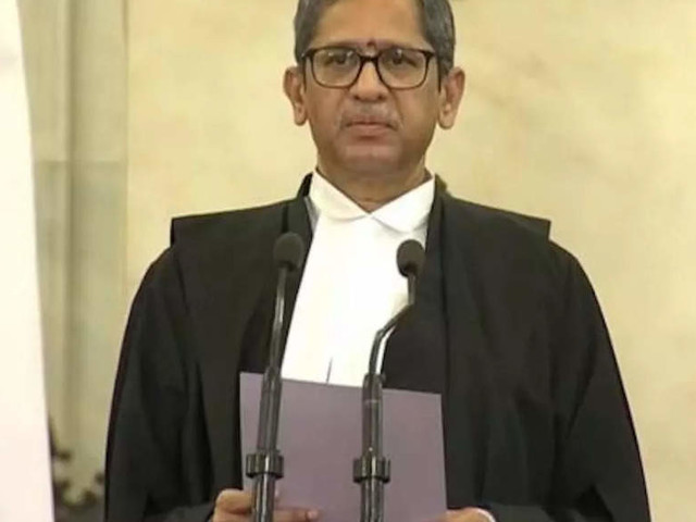 CJI exhorts women lawyers to demand reservation