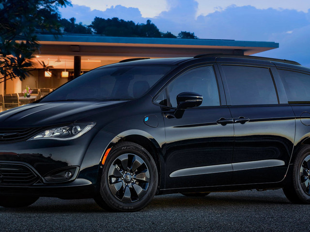 2019 Chrysler Pacifica Hybrid Now Available With S Appearance Pack