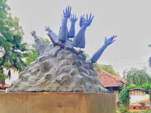 Sri Lankan state demolishes genocide monument