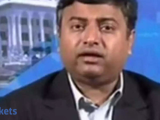 Not the time to buy, certainly not laggards: Shenoy