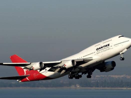Qantas, Virgin resume some major international routes to help repatriate Australians