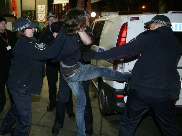 Government considers tougher penalties for police assaults