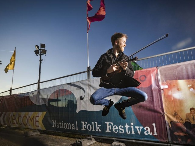 'Transcending barriers': Folk Festival brings 750 shows to Canberra
