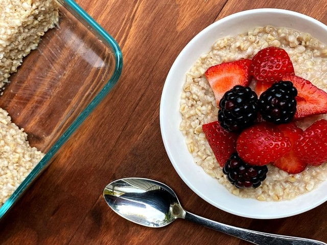 Have a Warm Bowl of Steel-Cut Oatmeal Ready in Just 2 Minutes With This Meal-Prep Hack