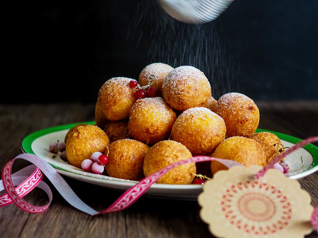 DELICIOUS + EASY Christmas Colombian Buñuelos Donuts {Gluten Free!}