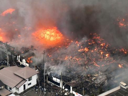 Japan blaze engulfs 140 buildings
