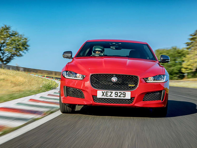 Jaguar XE 300 Sport 2019 sets record at historic French GP track