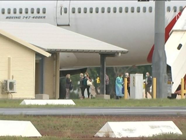 Australians from coronavirus-hit cruise ship arrive in Darwin ahead of 14 day quarantine