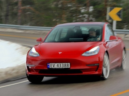 Norway March 2019: Tesla Model 3 at 29% share, breaks all models monthly sales record, Audi e-Tron #5, EVs at record 58.4% share