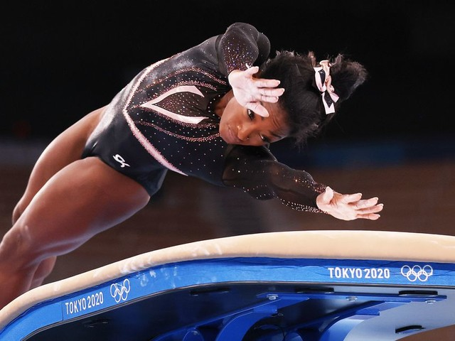 Olympics 2021: Simone Biles withdraws from floor exercise final - CNET