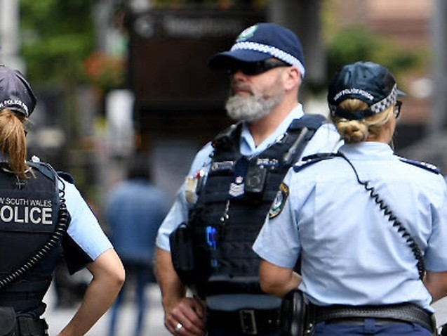 Bondi partygoers fined for breaching Sydney's coronavirus restrictions